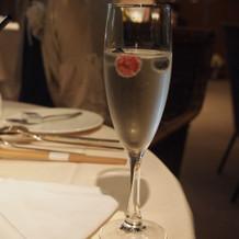 乾杯スパークリングワイン(ベリー入り)