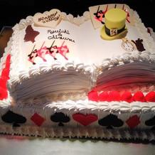 ケーキも、こだわりのアリスデザインで!