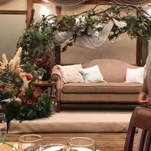 高砂のソファと装花