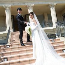 ドレスが映える階段での1ショット