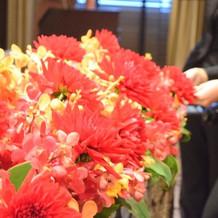 装花の色味とボリュームを変えました。