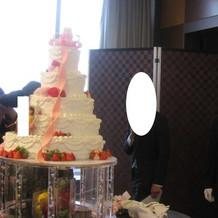 ケーキカット後 ケーキの後ろの様子です