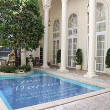 ガーデンのプール