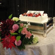 生ケーキとダリア