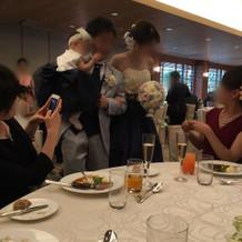 子どもと一緒にテーブルラウンド