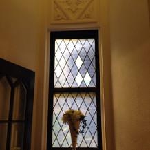入り口の窓