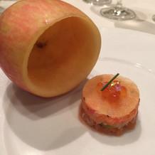りんごは蓋です。ぱかっと開けます。