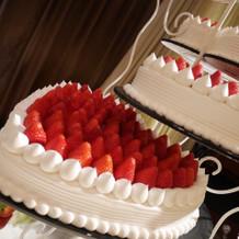 苺のウエディングケーキ