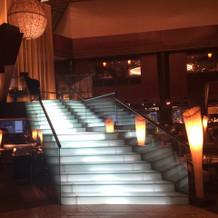 ロビーにある階段 ここを降りれるのは素敵