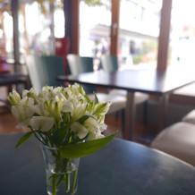 待合のカフェスペース