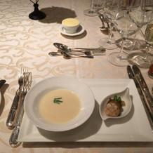 帆立貝のビスクスープ 旬野菜のハーモニー