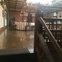 階段を登ると披露宴会場があります。