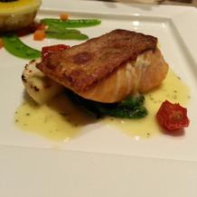 魚料理。皮がパリパリで美味しかったです