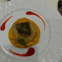 焼き魚に甘いカボチャのソース。