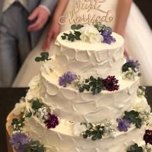 会場の花と同じものを使ったケーキ