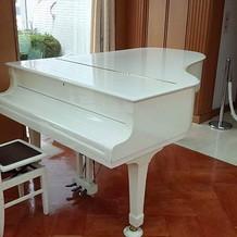 披露宴会場のグランドピアノ