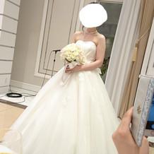 白ドレスとブーケ