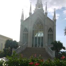 昼間の教会正面