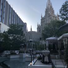 大聖堂前の全景。
