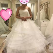 珍しいデザインのドレスです