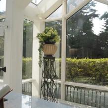 チャペル奥の窓からの景色