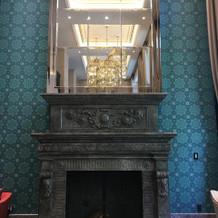 大きな暖炉