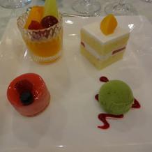 デザートは四種類の盛り合わせです。
