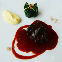牛のほほ肉の赤ワイン煮込み