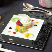 デザート キャラメルと洋梨のムース