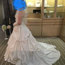 試着したウェディングドレスです。