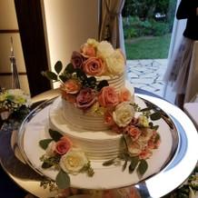 可愛い薔薇のケーキだった