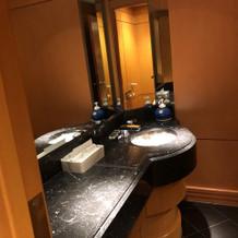 会場には備え付けのお手洗いがあります