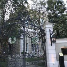 正門はとても綺麗です
