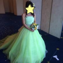 黄緑が綺麗なドレス