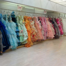 ドレスサロンのカラードレス