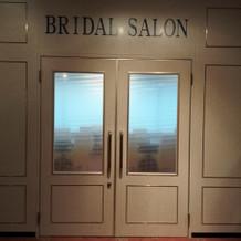 サロン入口