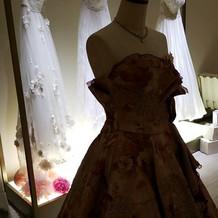 追加料金で選べるドレスの種類が増えます。