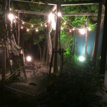 エントランスは夜もキレイ。