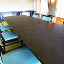テーブルとイスの感じ。