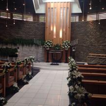 教会2 自然光に緑が映える