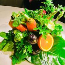 テーブルの花も野菜!