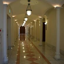 ブライズルームと控え室までの廊下