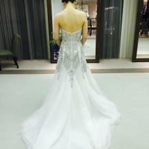 試着したドレス