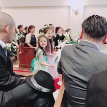 子供達のベールガールはとてもかわいかった