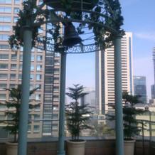 鐘を鳴らす場所(屋外、屋根なし)