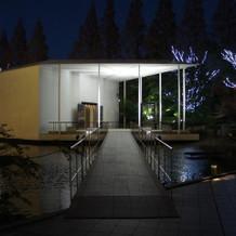 チャペル入口(夜撮影)
