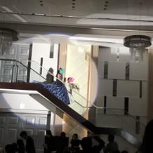 大階段からの入場は大好評