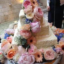 キレイなウエディングケーキ