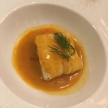 メインのお魚。舌平目 ソースも美味しい