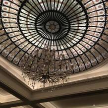 披露宴会場(フォルトゥナ)の天井です。